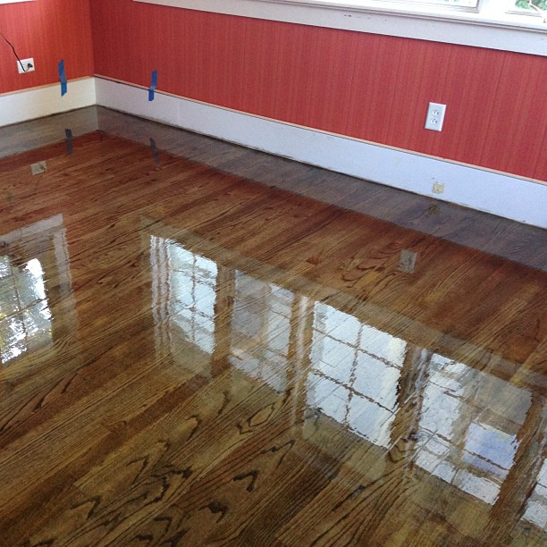 Staining hardwood floors black home decor for Staining hardwood floors